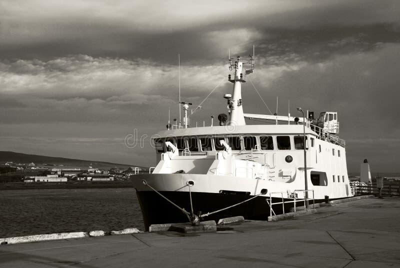 Gedokte veerboot stock fotografie