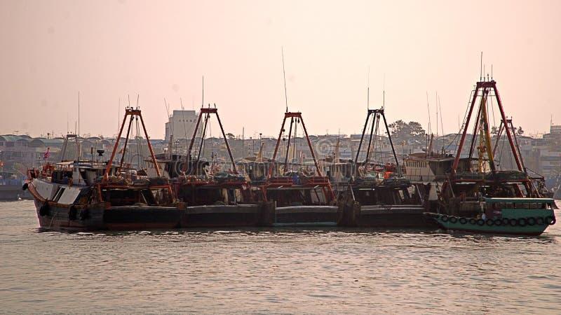 Gedokte visserijtreilers in cheungchau royalty-vrije stock afbeelding