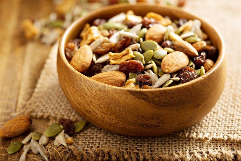 Gedroogd fruit en van de notensleep mengeling stock afbeeldingen