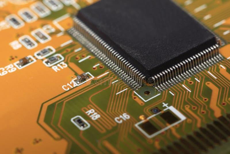 Gedrukte Kringsraad met elektrocomponenten royalty-vrije stock foto