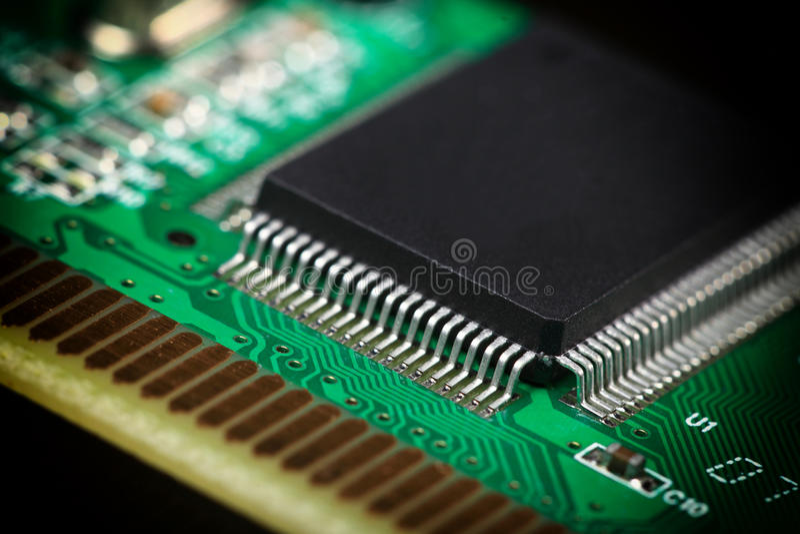 Gedrukte Kringsraad met elektrocomponenten royalty-vrije stock afbeeldingen