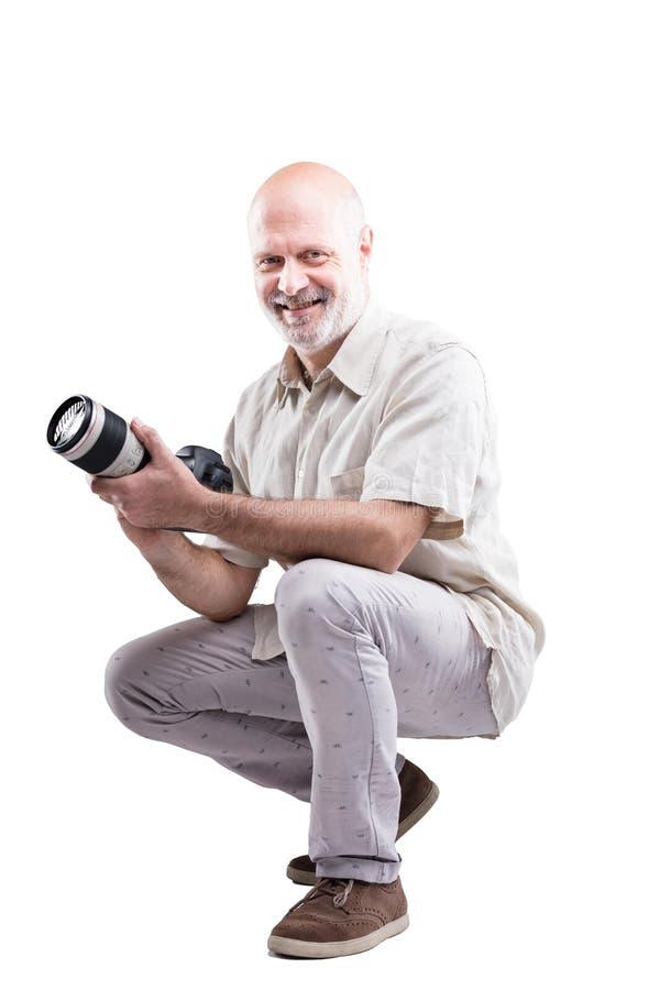 Geduckt hinunter professionellen sachverständigen Fotografen lizenzfreie stockbilder