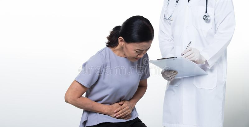 Geduldige Kontrollengesundheit asiatischer mittlerer Alter 60s Frau stockfoto