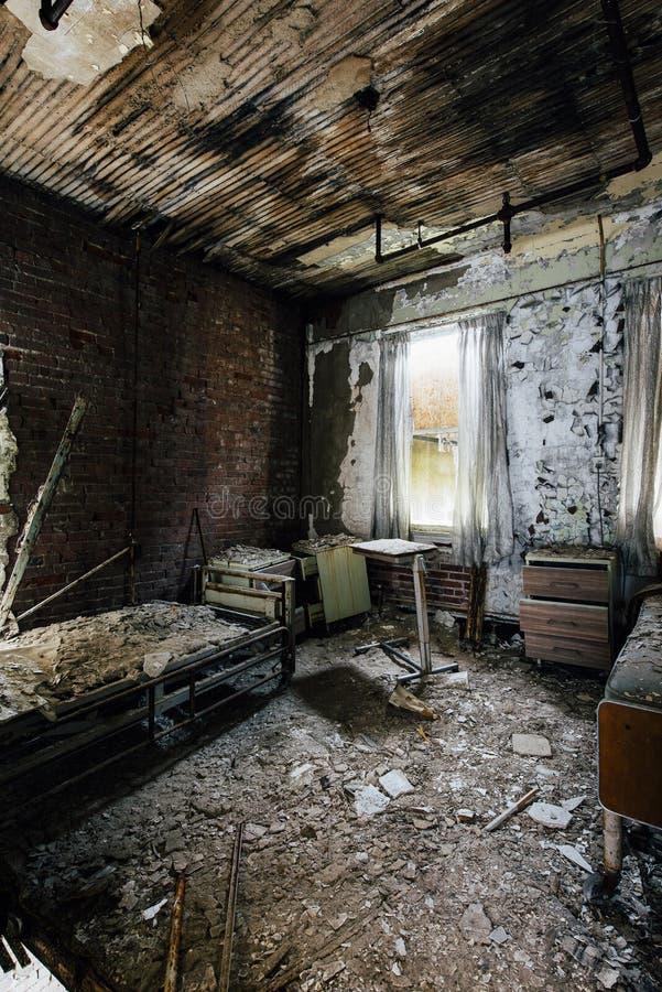 Geduldige Zaal - het Verlaten Ziekenhuis & Verpleeghuis stock foto's