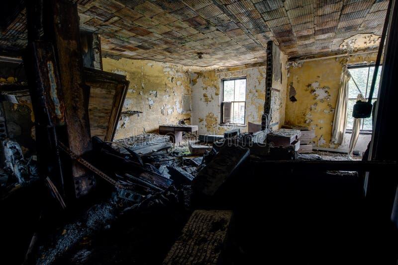 Geduldige Zaal - het Verlaten Ziekenhuis & Verpleeghuis stock fotografie