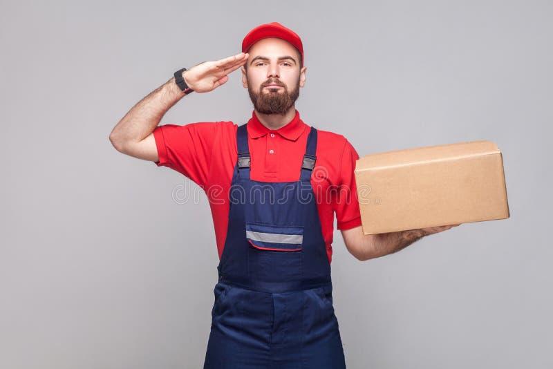 Geef begroeting of ja de heer! Jonge zekere logistische wi van de leveringsmens stock afbeeldingen