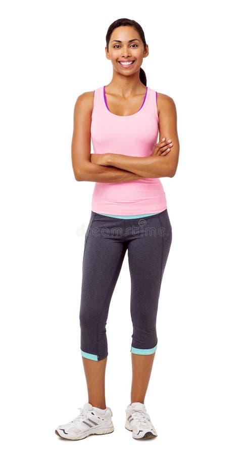 Geeignete Frauen-stehende Arme gekreuzt stockfotografie