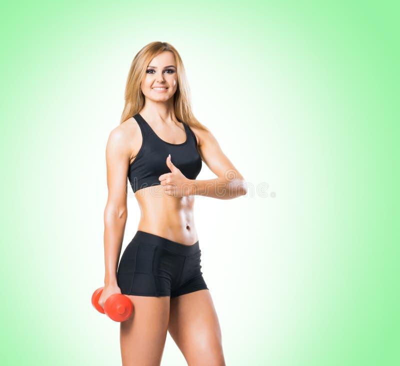 Geeigneter Körper der schönen, gesunden und sportlichen Frau Dünne Frau, die in der Sportkleidung aufwirft lizenzfreies stockbild