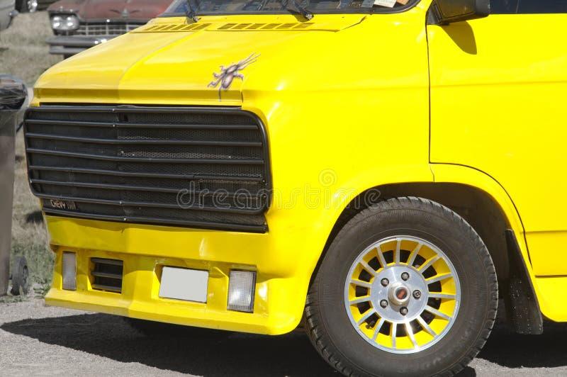 Geel Chevy Van stock foto