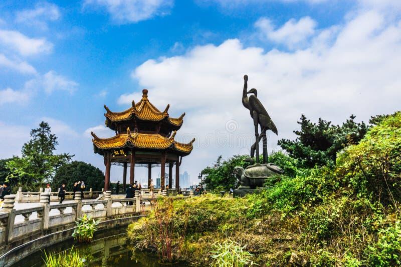 Geel Crane Tower in Wuhan stock fotografie