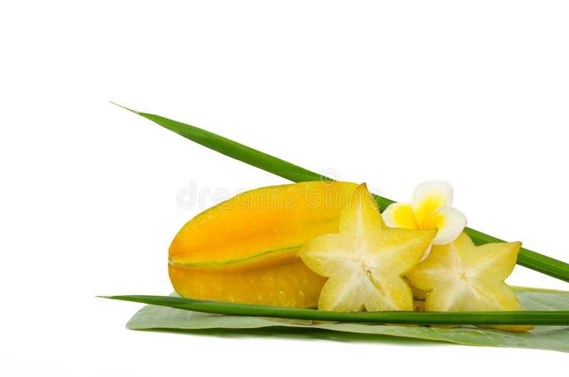 Geel die carambolafruit op witte achtergrond wordt geïsoleerd royalty-vrije stock afbeelding