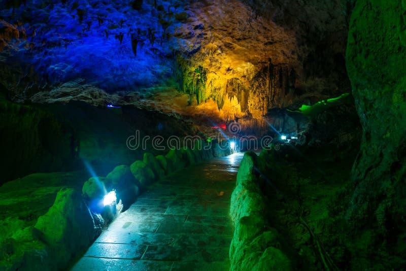 Geel Dragon Cave, Wonder van de Holen van de Wereld, Zhangjiajie, China stock fotografie
