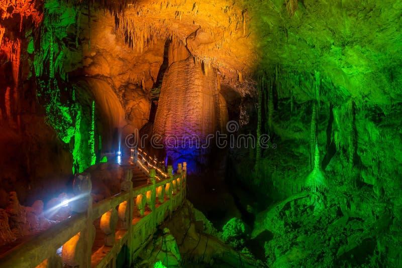 Geel Dragon Cave, Wonder van de Holen van de Wereld, Zhangjiajie, China royalty-vrije stock afbeeldingen