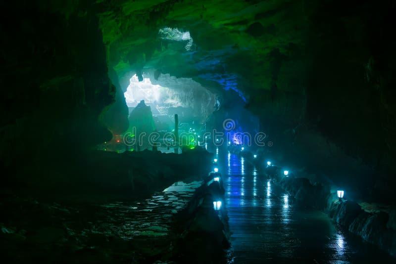 Geel Dragon Cave, Wonder van de Holen van de Wereld, Zhangjiajie, China stock afbeeldingen
