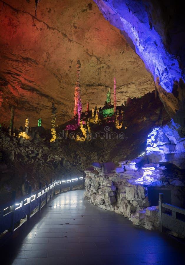 Geel Dragon Cave: Wonder van de wereld ` s holt in Zhangjiajie, de Provincie van Hunan, China uit royalty-vrije stock foto's