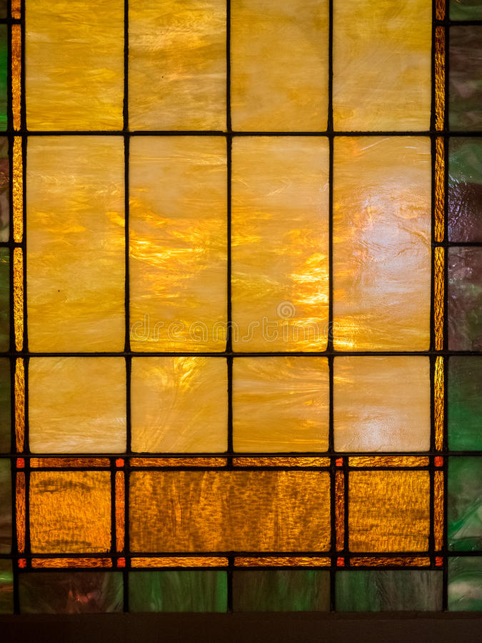 Geel en Bruin Gebrandschilderd glasvenster stock afbeelding