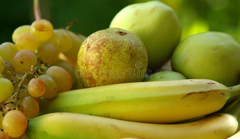 Geel en groen fruit stock foto's