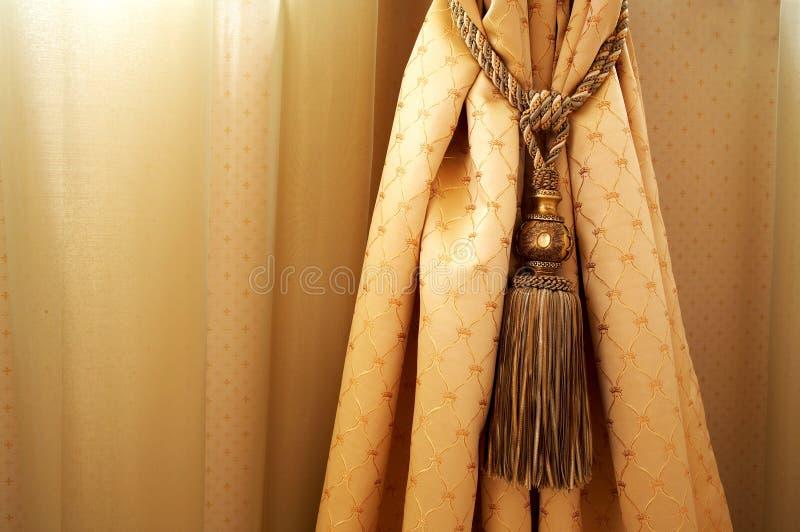 Geel gordijn stock afbeelding
