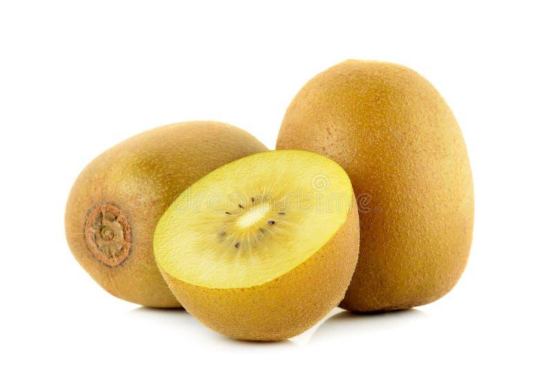 Geel gouden die kiwifruit op de witte achtergrond wordt geïsoleerd stock afbeelding