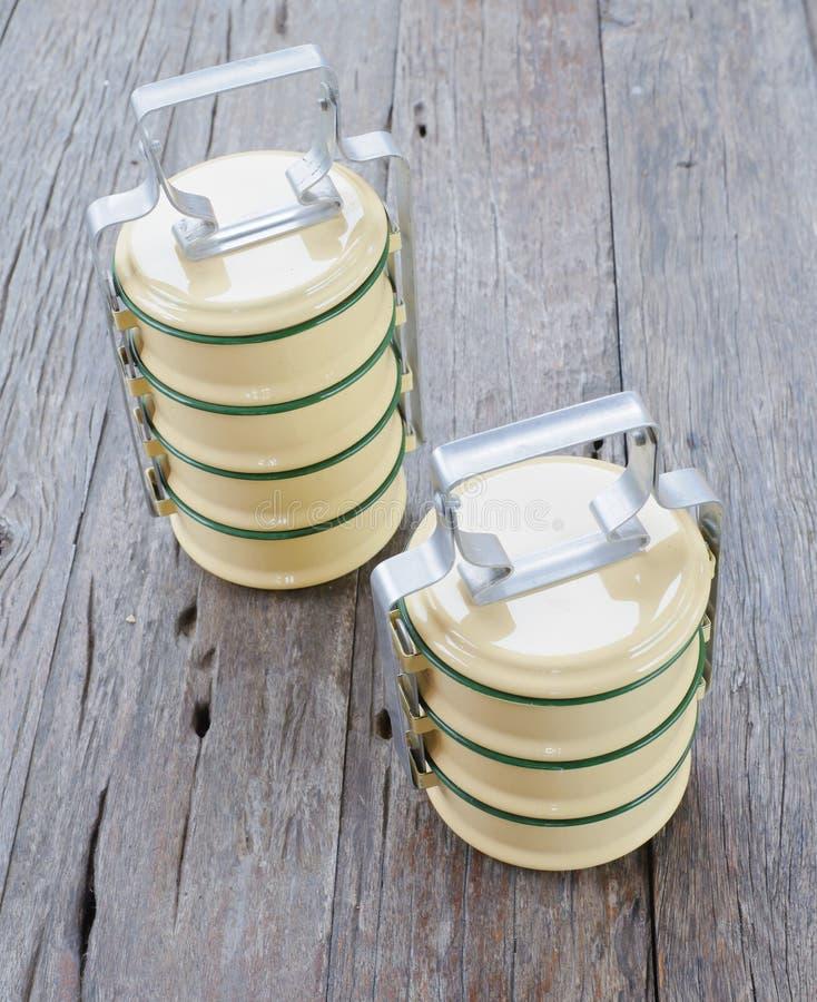 Geel metaal Tiffin, Thaise voedselcarrier royalty-vrije stock fotografie