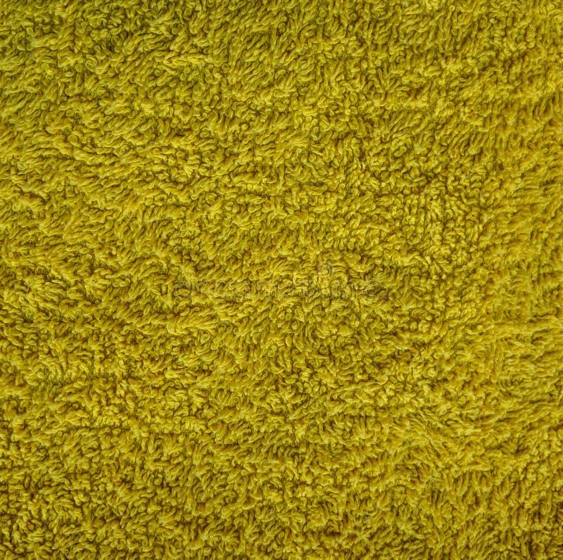 Geel tapijtmateriaal met losse draden, abstracte textuur als achtergrond royalty-vrije stock fotografie