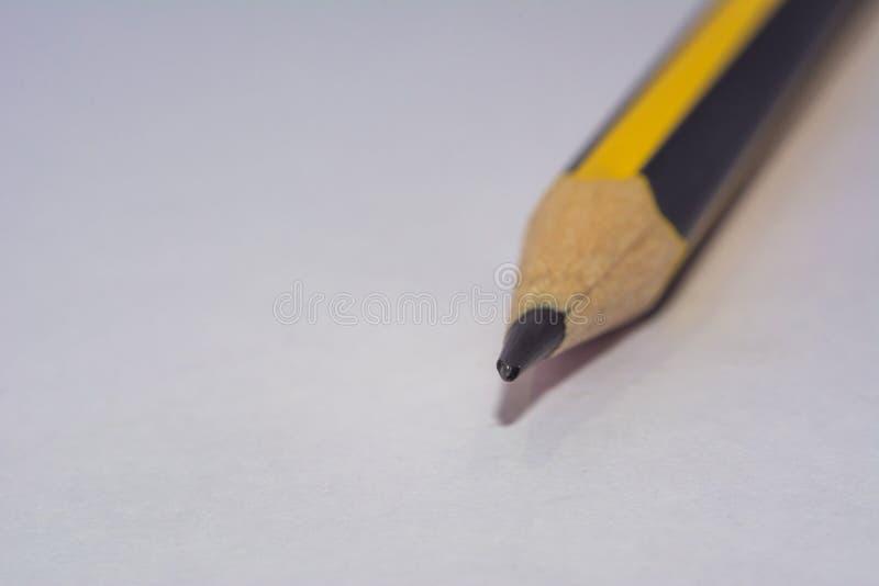 Geel zwart kleurpotlooduiteinde stock foto