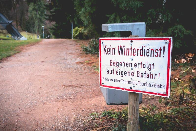 Geen de winterdienst die - uw eigen risico in het Duits begaat stock afbeeldingen