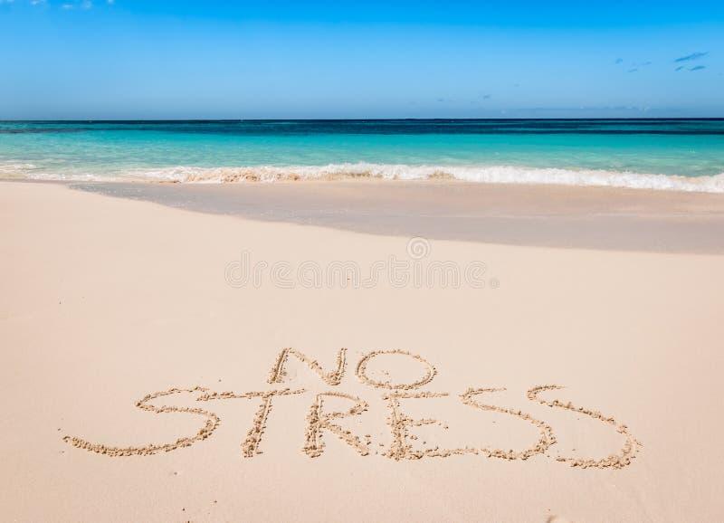 Geen die spanning op mooi exotisch strand wordt geschreven stock afbeeldingen
