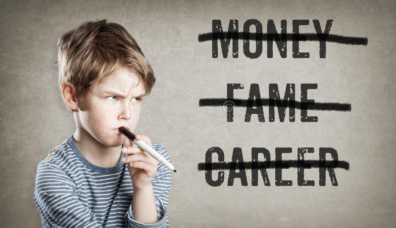 Geen geld, bekendheid, carrière, Jongen op grungeachtergrond stock foto's