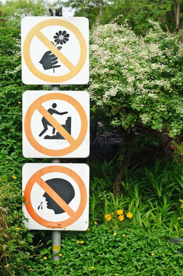 Geen het beklimmen, geen spuwen, geen deflowertekens royalty-vrije stock fotografie