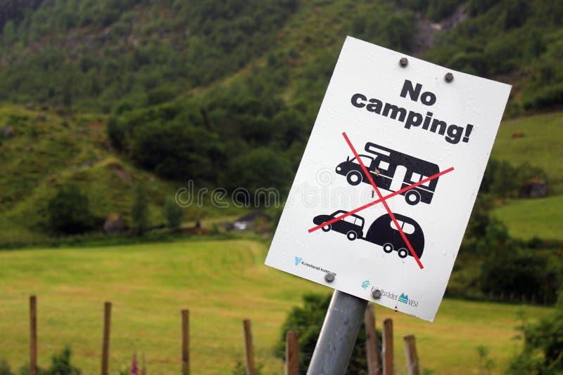 Geen het kamperen teken in Sunndal, Noorwegen royalty-vrije stock fotografie
