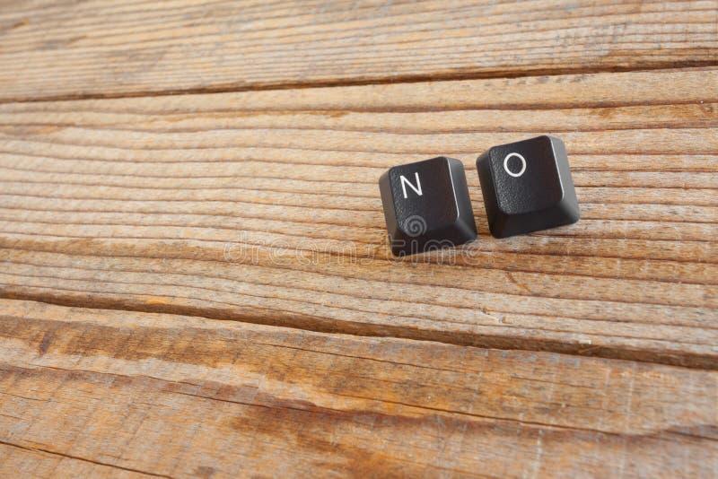 GEEN schreef met toetsenbordsleutels op houten achtergrond royalty-vrije stock afbeeldingen