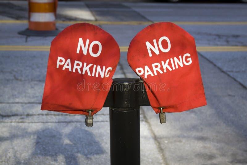 Geen Teken van het Parkeren op rood materiaal stock fotografie