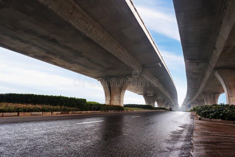 Geen voertuig is onder het viaduct royalty-vrije stock fotografie