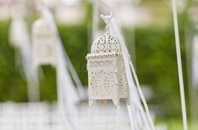 Geerntete Nahaufnahme von schöne Dekorationen für die Hochzeitszeremonie stockfoto