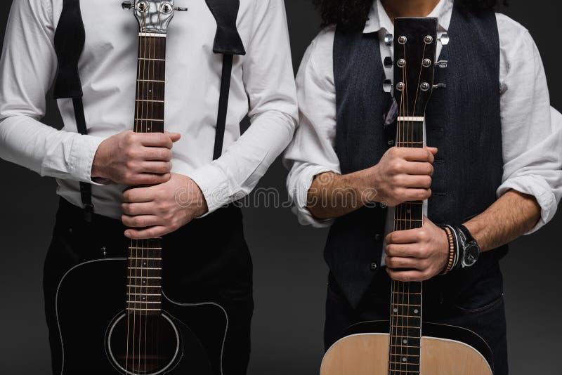 geernteter Schuss des Duos der Musiker stockfoto