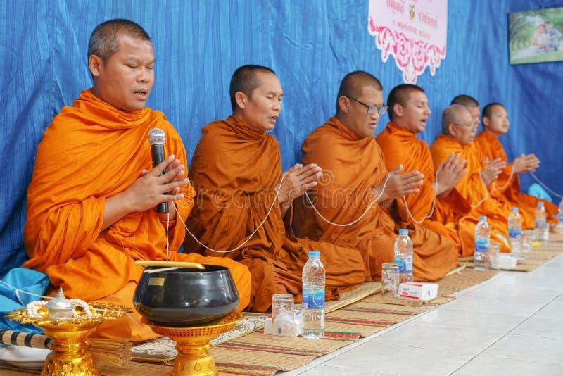 Geestelijkheid in de ceremonie van Thais huwelijk royalty-vrije stock foto