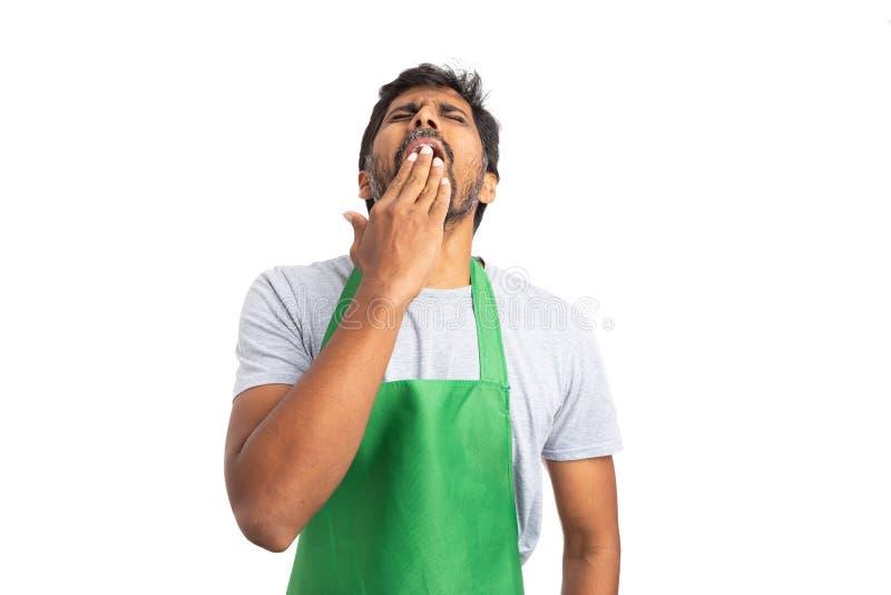 Geeuwende supermarktwerknemer stock foto
