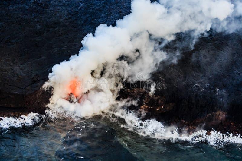 Gefährliche Gase steigen in die Luft über Hawaii stockbild