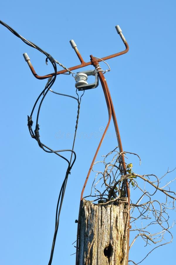 Gefährlicher Gebrauch von elektrischer Verdrahtung stockfotos