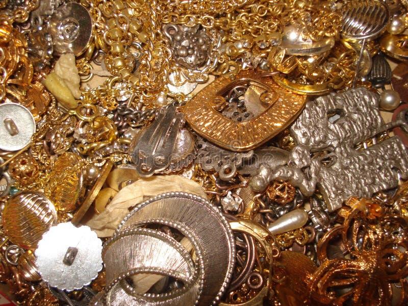 Gefälschte Goldschmucksachen stockbild