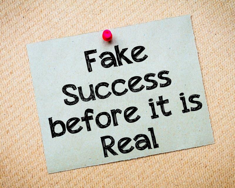 Gefälschter Erfolg, bevor er wirklich ist stockfotos