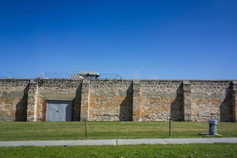 Gefängnismauer lizenzfreies stockbild
