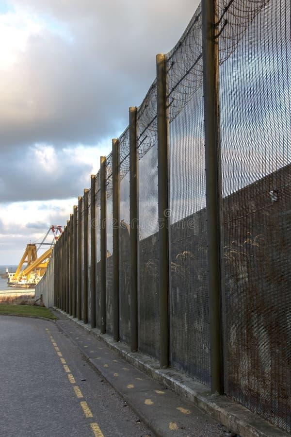 Gefängnismauern und Sicherheitszaun Peterhead, Schottland stockfotografie
