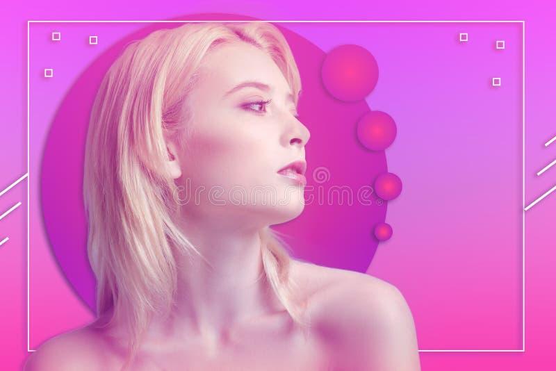 Gefühl junger Frau Dreamful hoffnungsvoll auf Hintergrund stock abbildung