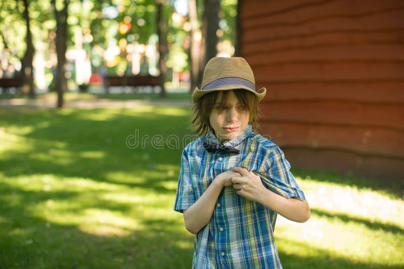 Gefühle des schwierigen Alters der Kinder lizenzfreies stockfoto