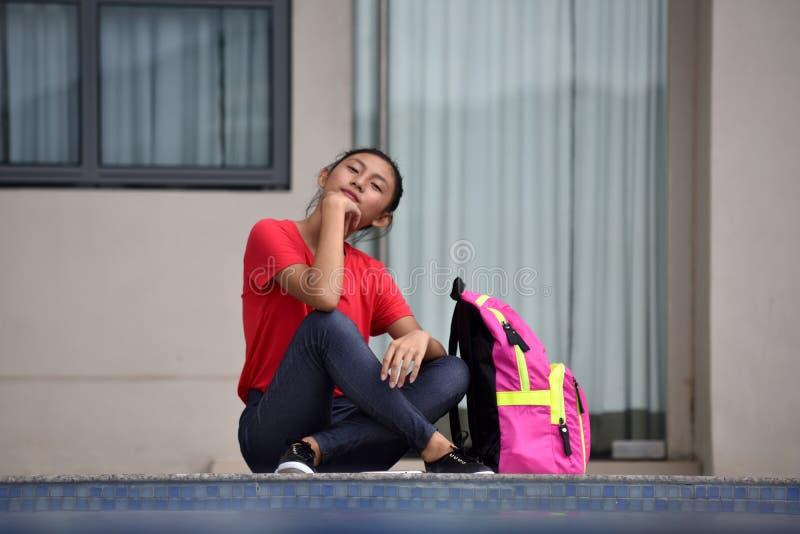 Gefühllose Junge-verschiedener Student Teenager School Girl mit dem Notizbuch-Sitzen stockbilder