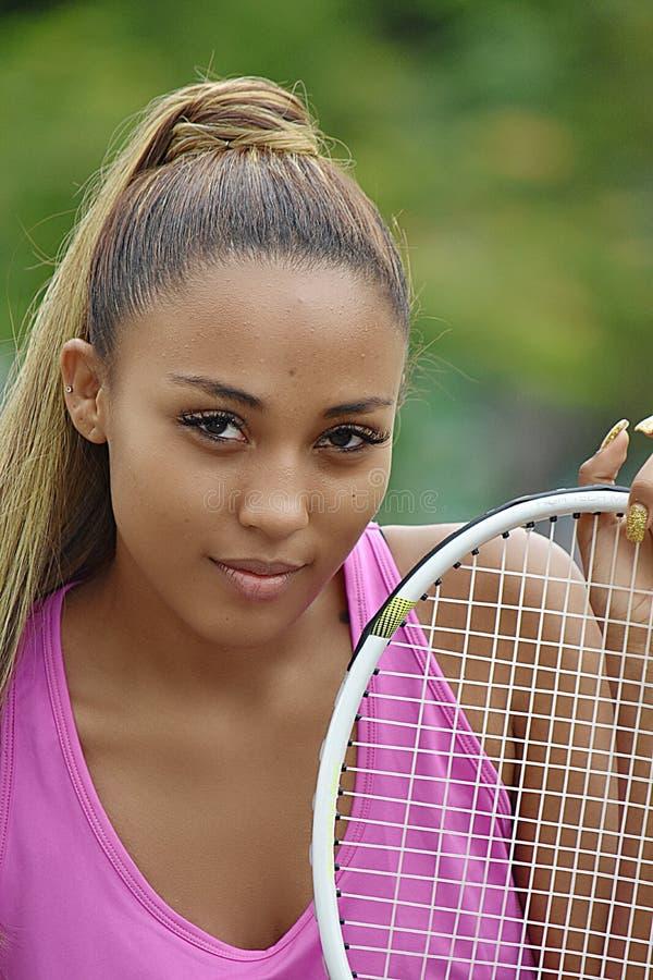 Gefühlloser athletischer Jugendliche-Tennis-Spieler lizenzfreie stockfotos