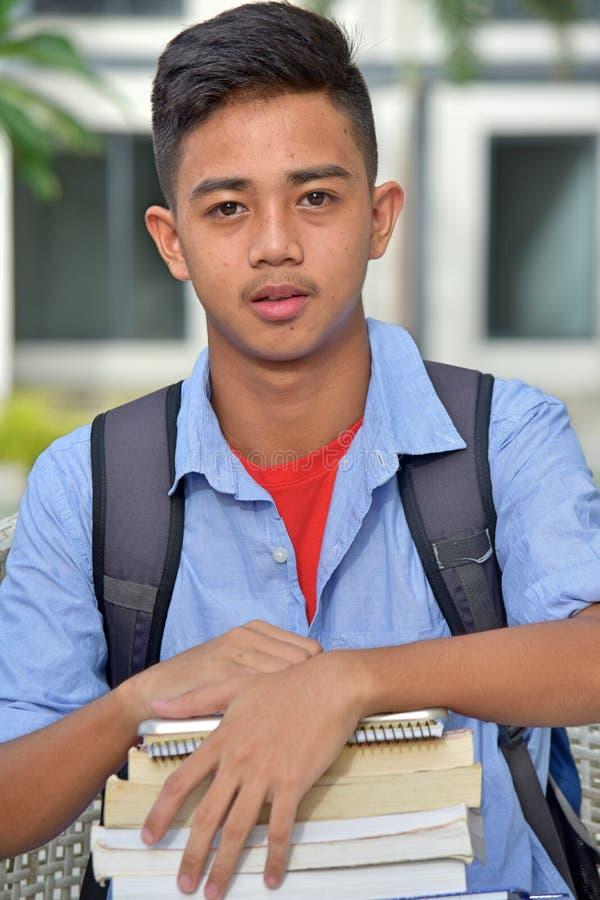 Gefühlloses College-männlicher Student With Notebooks lizenzfreies stockfoto