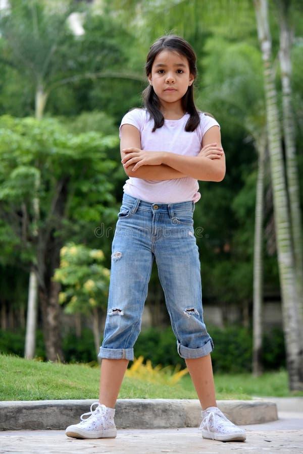 Gefühlloses Filipina Juvenile Standing stockfotos